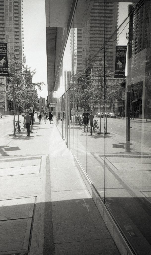 Olympus XA street007